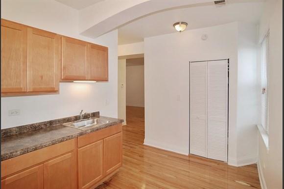 3501 W Adams St Apartments Chicago Kitchen