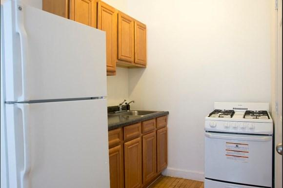 5101 W Monroe St Apartments Chicago Kitchen