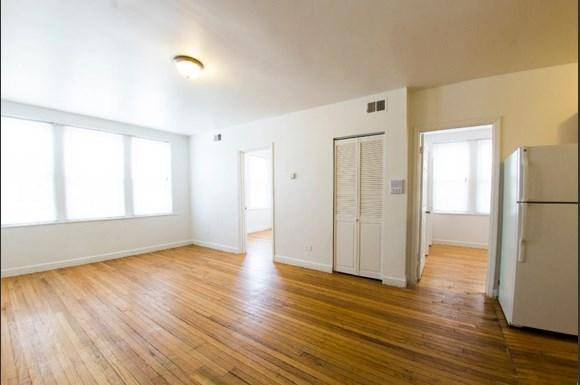 5101 W Monroe St Apartments Chicago Living Room