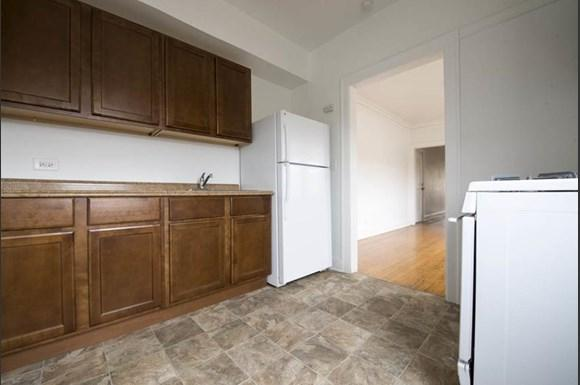 7914 S Hermitage Apartments Chicago Kitchen