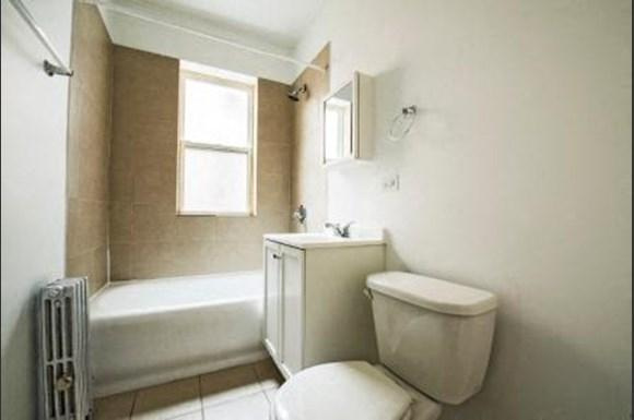 8014 S Maryland Ave Apartments Chicago Bathroom
