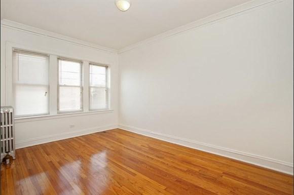 7915 S Hermitage Apartments Chicago Bedroom