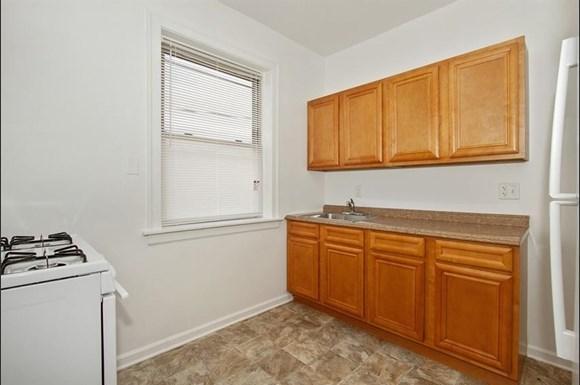 7915 S Hermitage Apartments Chicago Kitchen