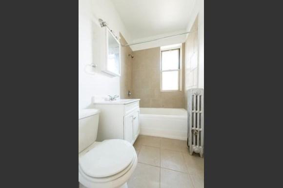 222 E 109th St Apartments Chicago Bathroom