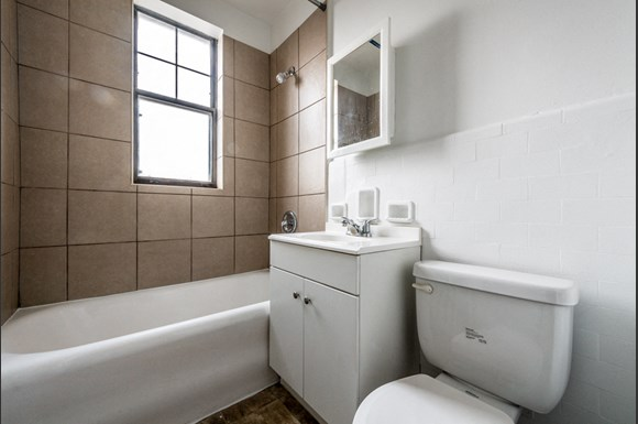South Shore Apartments for rent in Chicago   6751 S Jeffery Ave Bathroom