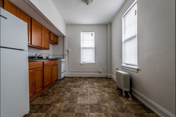 South Shore Apartments for rent in Chicago   6751 S Jeffery Ave Kitchen