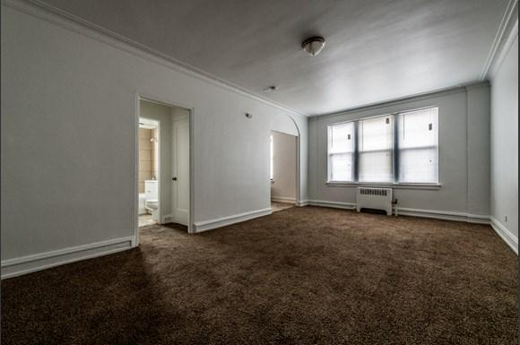 South Shore Apartments for rent in Chicago   6751 S Jeffery Ave Living Room