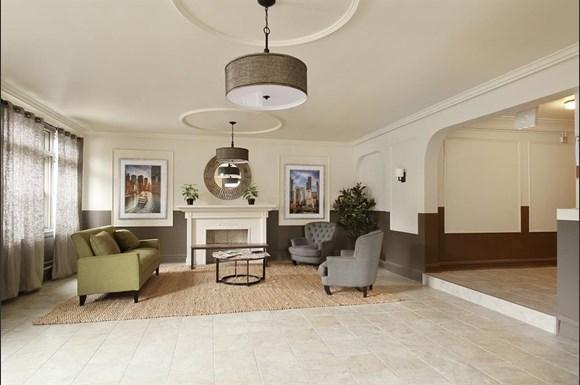 6751 S Jeffery Blvd Apartments Chicago Lobby