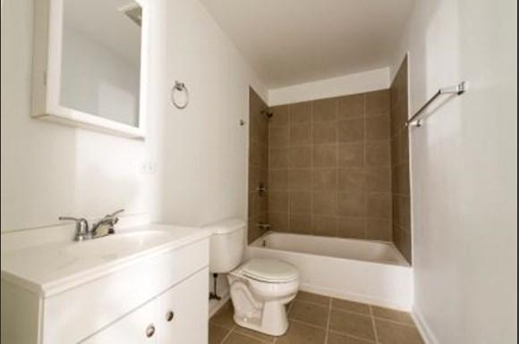 Pangea Lakes 13300 S Indiana Ave Apartments Chicago Bathroom