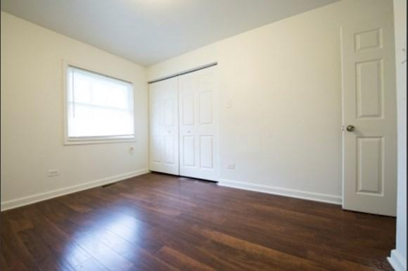 Pangea Lakes 13300 S Indiana Ave Apartments Chicago Bedroom