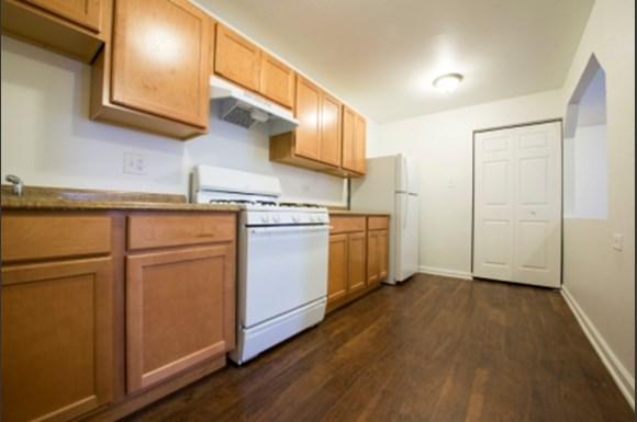 Pangea Lakes 13300 S Indiana Ave Apartments Chicago Kitchen