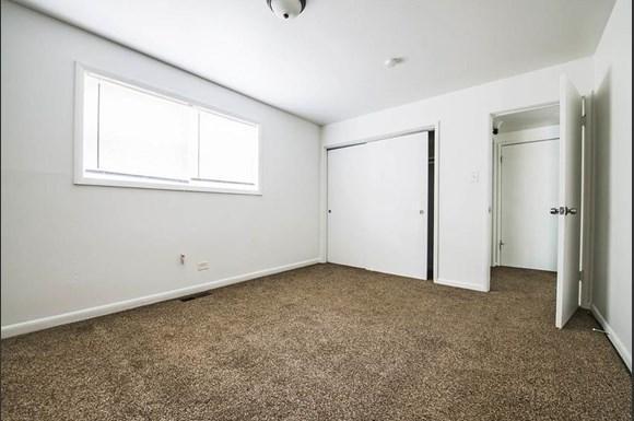 13905 S Clark St Apartments Chicago Bedroom