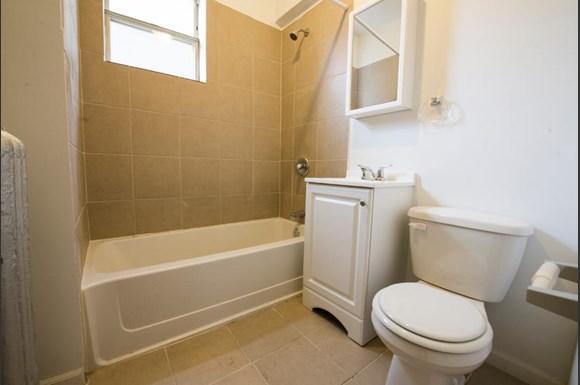 5504 S Wabash Ave Apartments Chicago Bathroom