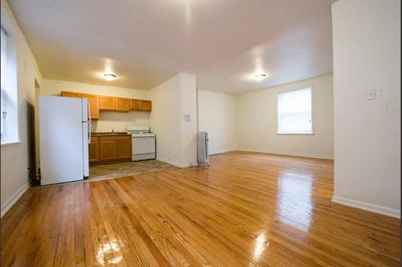 5504 S Wabash Ave Apartments Chicago Living Room