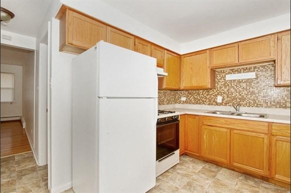 8806 S Cottage Grove Ave Apartments Chicago Kitchen