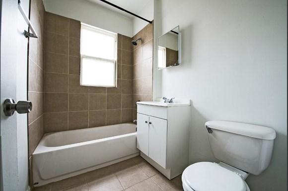1042 N Leamington Ave Apartments Chicago Bathroom