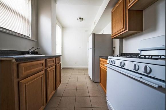 1042 N Leamington Ave Apartments Chicago Kitchen