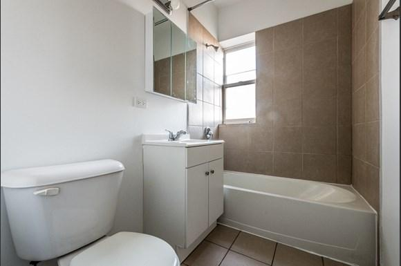 Washington Park Apartments for rent in Chicago | 6224 S Martin Luther King Dr Bathroom
