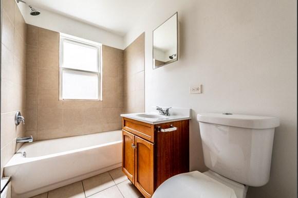 Austin Apartments for rent in Chicago | 5015 W Jackson Blvd Bathroom