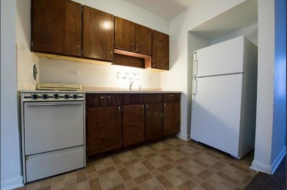 5019 W Jackson Blvd Apartments Chicago Kitchen
