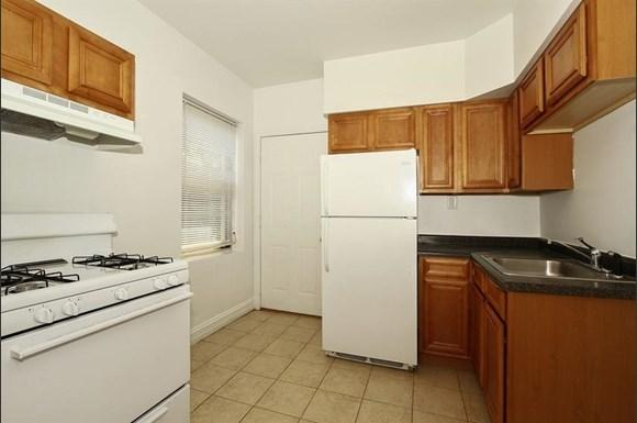 7800 S Michigan Ave Apartments Chicago Kitchen