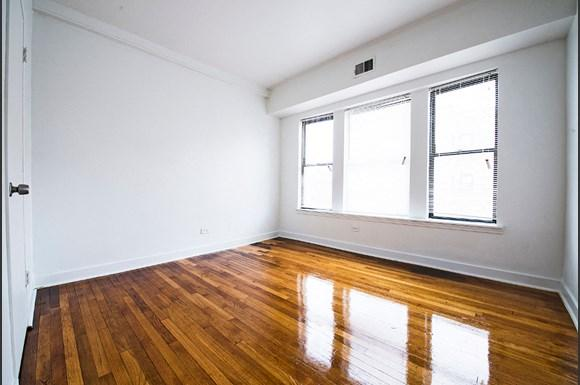 5300 S Michigan Ave Chicago Bedroom
