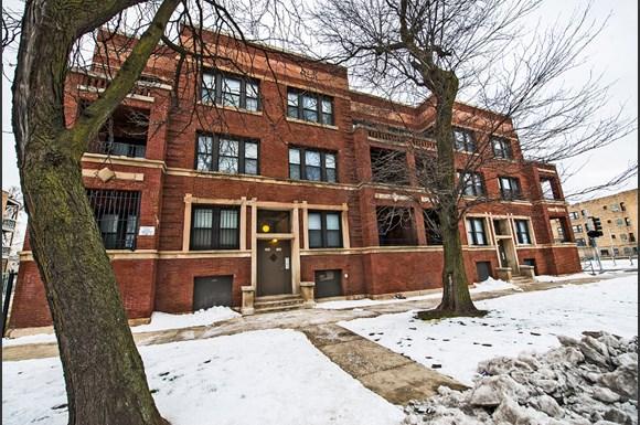 5300 S Michigan Ave Chicago Exterior