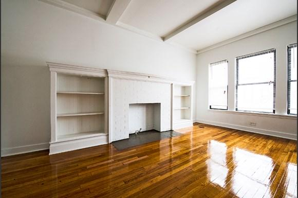 5300 S Michigan Ave Chicago Living Room