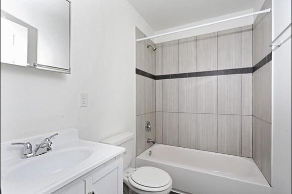 3900 Gwynn Oak Apartments Baltimore Bathroom