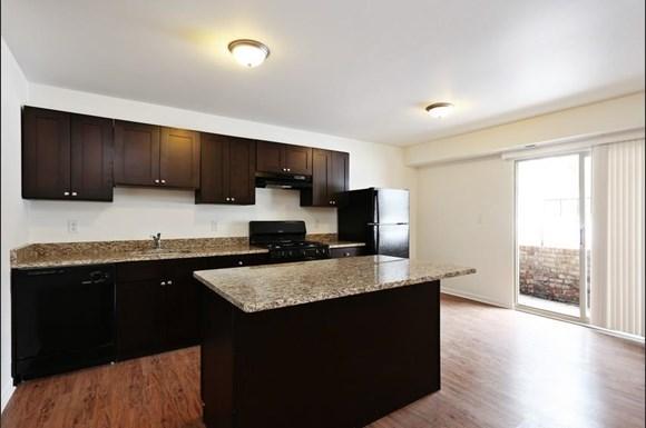 3900 Gwynn Oak Apartments Baltimore Kitchen