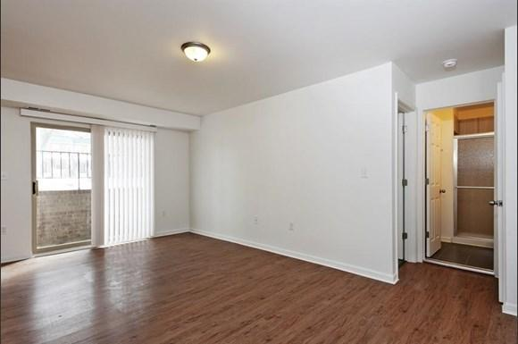 3900 Gwynn Oak Apartments Baltimore Living Room
