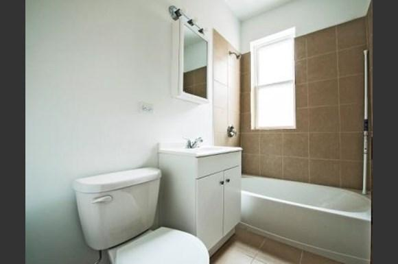 701 S Karlov Ave Apartments Chicago Bathroom