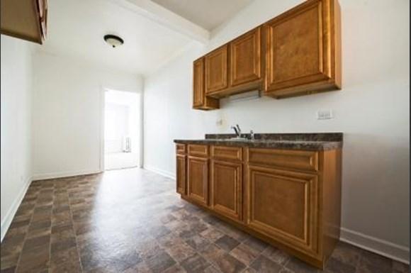701 S Karlov Ave Apartments Chicago Kitchen