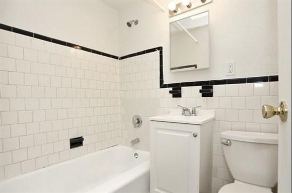2601 Fairview Ave Apartments Baltimore Bathroom