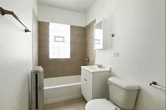 8256 S Loomis Apartments Chicago Bathroom