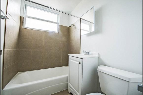 6832 S Crandon Ave Apartments Chicago Bathroom