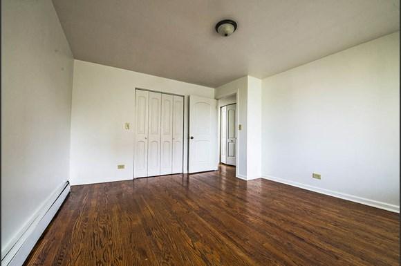 6832 S Crandon Ave Apartments Chicago Bedroom