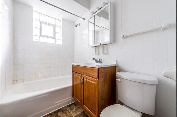 14127 S School St Apartments Chicago Bathroom