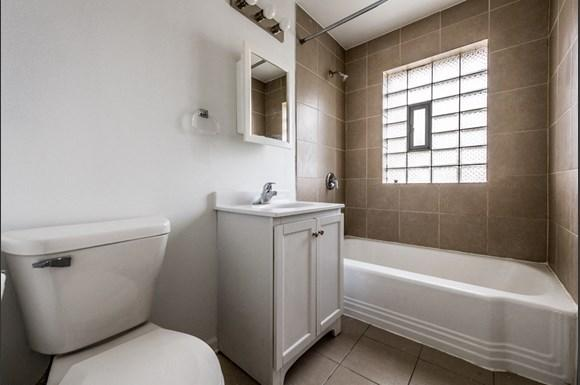 Washington Park apartments for rent in Chicago   6125 S Wabash Bathroom