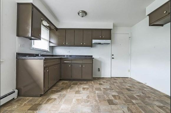 14015 S Tracy Ave Apartments Chicago Kitchen