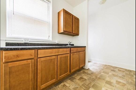 7236 S Yates Blvd  Apartments Chicago Kitchen