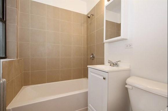 7653 S Loomis St Apartments Chicago Bathroom