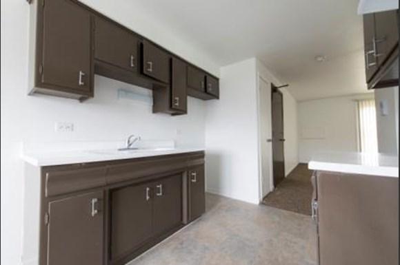 1573 State St Apartments Chicago Kitchen