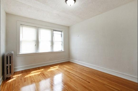8456 S Wabash Ave Apartments Chicago Bedroom