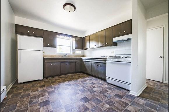 470 Gordon Ave Apartments Chicago Kitchen