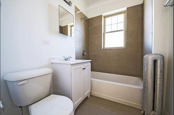 7800 S Morgan Apartments Chicago Bathroom
