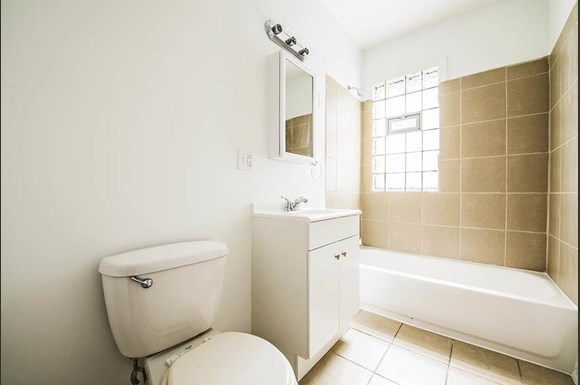 219 E 68th St Apartments Chicago Bathroom