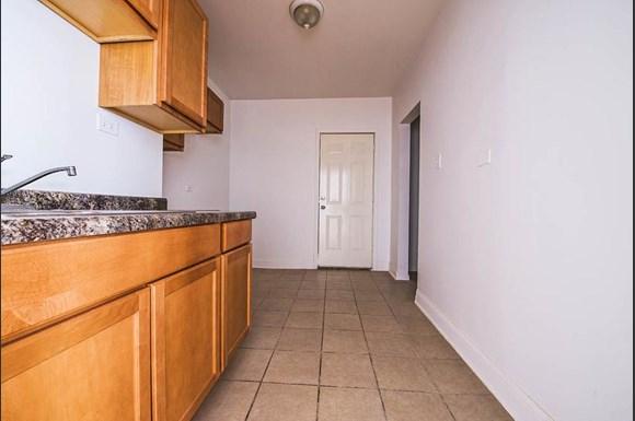 219 E 68th St Apartments Chicago Kitchen