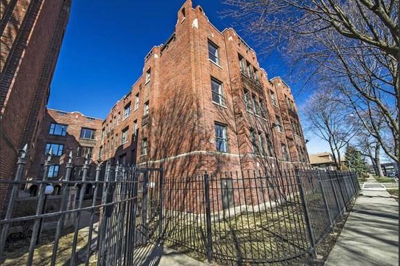 219 E 68th St Apartments Chicago Exterior