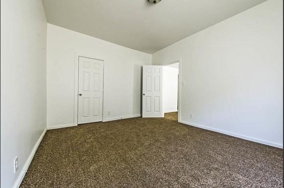 7135 S Blackstone Ave Apartments Chicago Bedroom